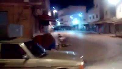 بالفيديو. محتجين فإمزورن كيلعبو القط والفار مع القوات الامنية