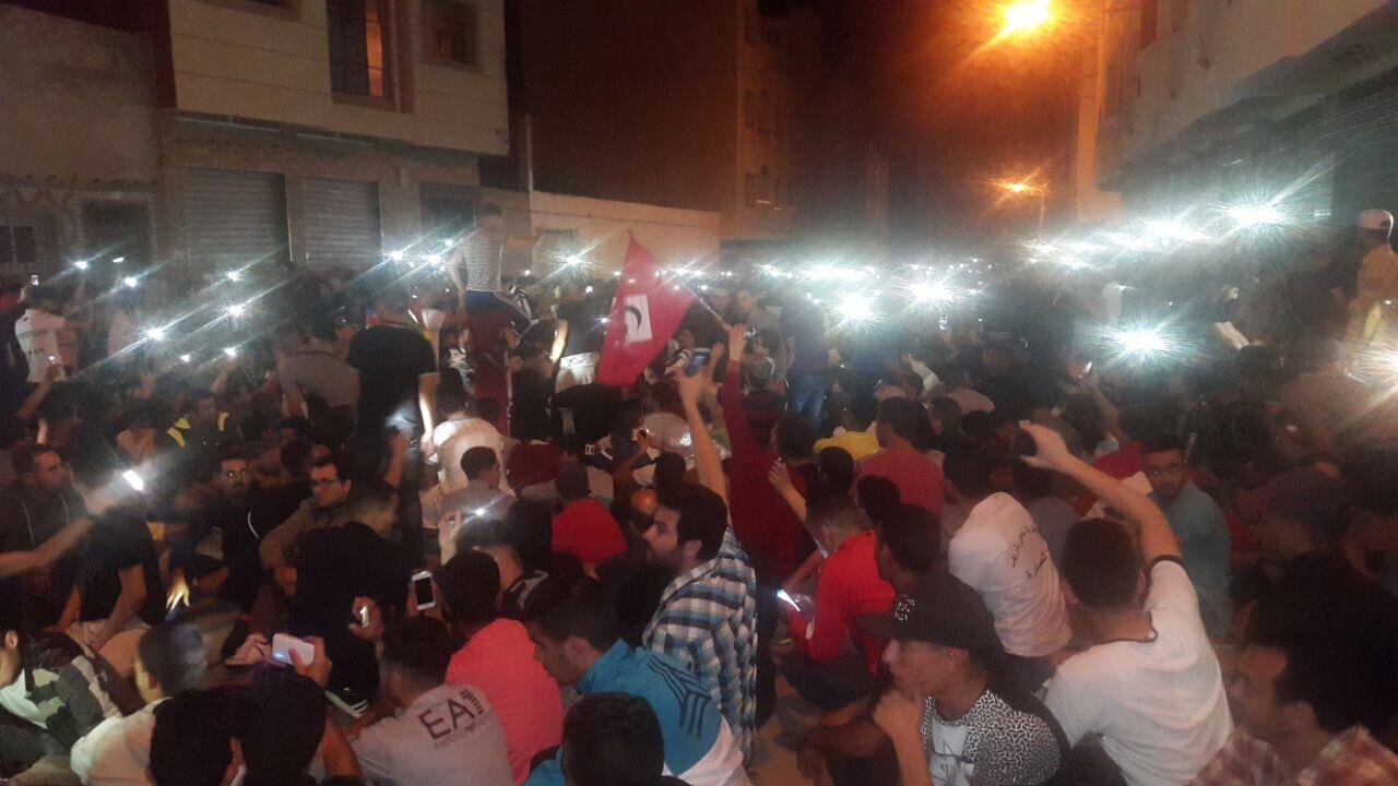 بالفيديو. محتجين ملي سالاو من الاحتجاجات وقفو على جنبات الشارع كيودعو الامن